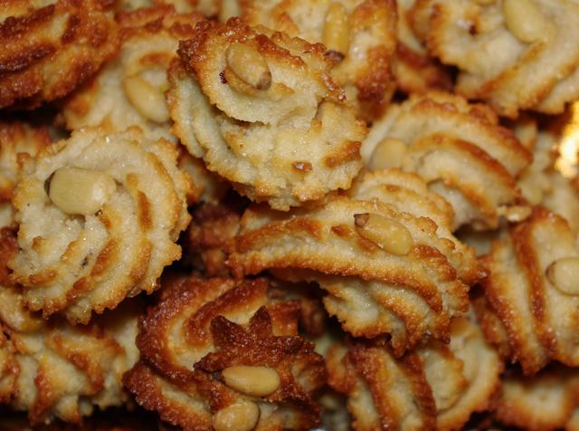 12-macarons-aux-pignons-Joelle